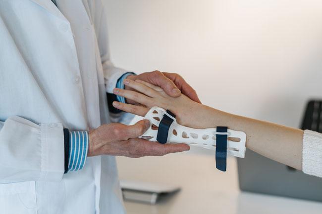 fitting a wrist splint